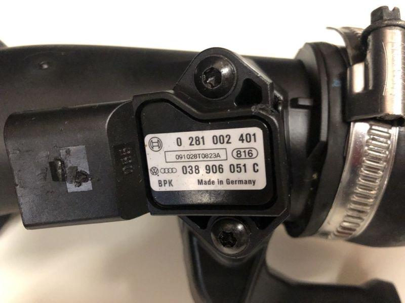 Ansaugstutzen Turbolader mit Drucksensor und Schlauch davor + dahinterAUDI A3 CABRIOLET (8P7) 1.6 TDI