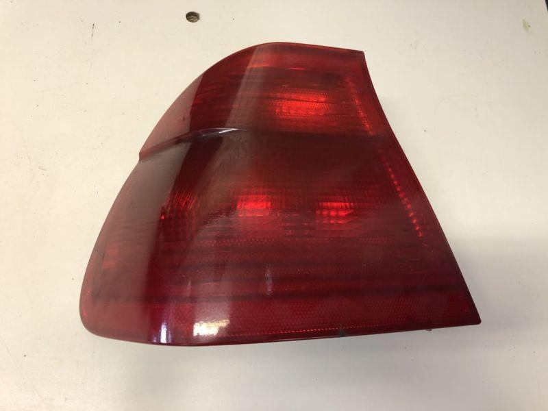 Rückleuchte Rücklicht links komplett Rot mit LampenträgerBMW E 46 LIMO