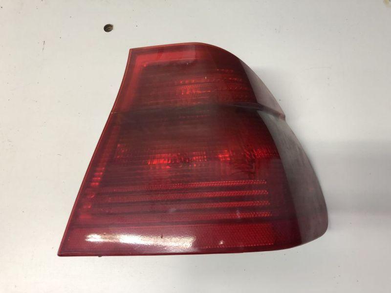 Rückleuchte Rücklicht rechts komplett Rot mit LampenträgerBMW E 46 LIMO